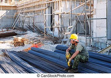 trabalhador construção, descansar, aço, barras