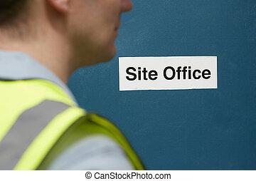 trabalhador construção, em, local, escritório