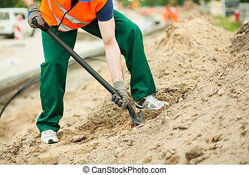 trabalhador construção, usando, pá
