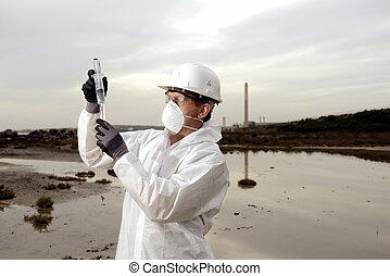 trabalhador, em, um, terno protetor, examinando, poluição
