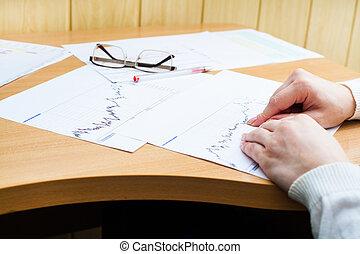 trabalhador escritório, analisando, financeiro, estatísticas