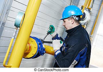 trabalhador industrial, em, instalação, trabalho