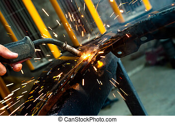 trabalhador industrial, soldadura, com, faíscas