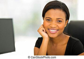 trabalhador, jovem, escritório, africano
