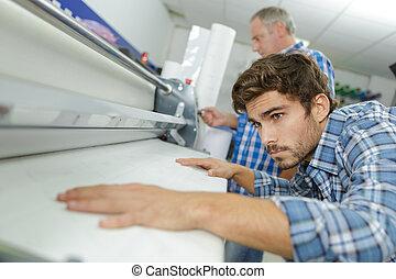 trabalhador, máquina, acabamento, imprensa, linha, poste
