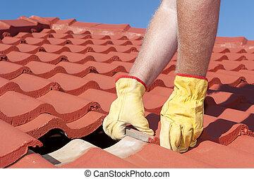 trabalhador, reparar, telhado, azulejos, ligado, casa