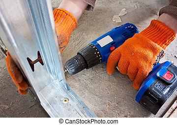 trabalhador, voltas, drywall, chave fenda