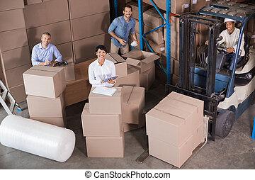 trabalhadores armazém, preparar, remessa