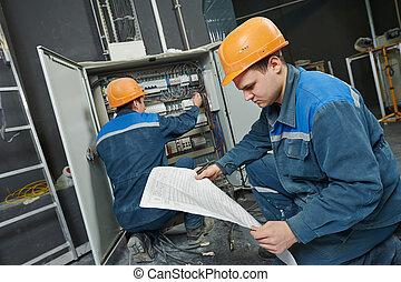 trabalhadores, eletricista, dois