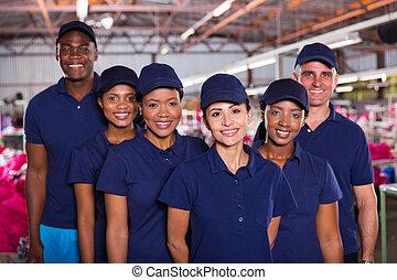 trabalhadores roupa, grupo, fábrica, feliz