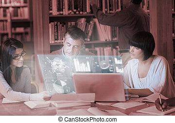 trabalhando, estudantes, junto, focalizado, maduras, digital, interface