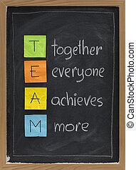 trabalho equipe, conceito, ligado, quadro-negro