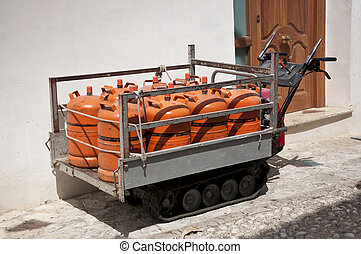Tracked vehicle - Small tracked vehicle for transport gas...