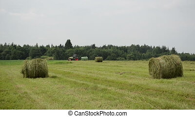 tractor make straw bale