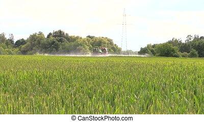 tractor sprayer field - agricultural tractor spray liquid...