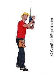 tradesman, somando, um, extensão, para, seu, parafuso, arma