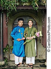tradicional, ao, dai, pareja, vestidos