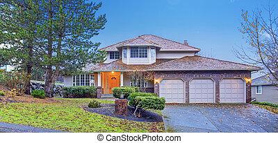 tradicional, casa, tijolo, garage.