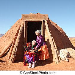 tradicional, choza, su, exterior, 2, navajo, hogan, mujeres
