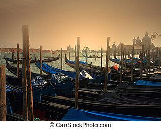 tradicional, góndolas, venecia, anochecer