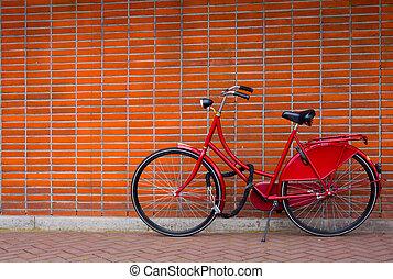 tradicional, holandés, bicicleta, estacionado, en, cerca, pared ladrillo, en, amsterdam