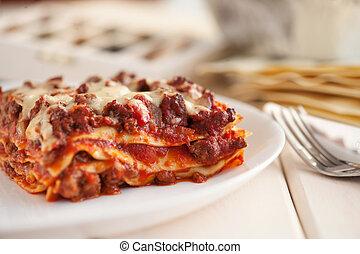 tradicional, italiano, lasanha, com, carne picada, molho bolonhês