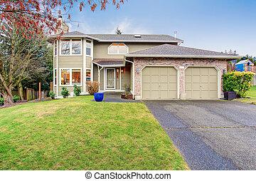 tradicional, noroeste, casa, com, driveway.