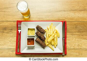 tradicional, rumano, cerveza, mici