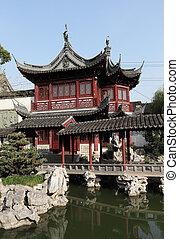Traditional Chinese Building in Yuyuan Garden, Shanghai...