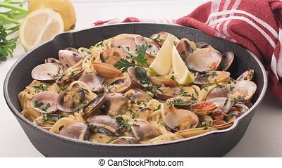 Spaghetti alle Vongole - Traditional italian seafood pasta...