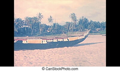 traditional Nigerian boats - Traditional Nigerian boats on...