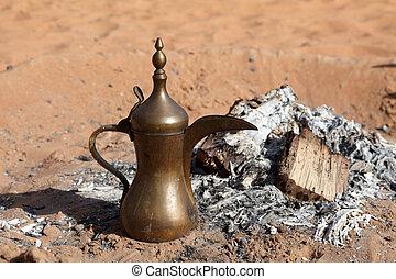 traditionele , arabisch, koffiekan, op, bedouin, kamp, in, de, woestijn