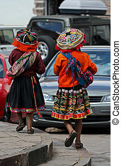 traditionele , custumes, twee vrouwen