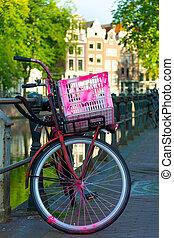 traditionele , hollandse, fiets, geparkeerd, op, vaart, in, amsterdam