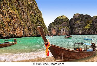 traditionelle , thailändisch, boot, auf, insel, phi-phi, thailand