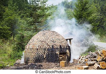 traditionnel, charbon de bois, production, forêt