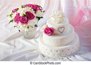 traditionnel, rose, fleurs, gâteau, mariage