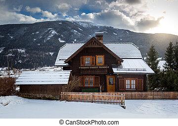 Svedese casa legno neve tradizionale rosso svedese for Casa in legno tradizionale