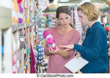 tradycyjny, przyjaciele, tekstylny, accesories, wybierając