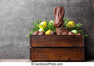 tradycyjny, wielkanoc, czekoladowa trusia, i, jaja, wnętrze, niejaki, drewniana paka