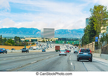 traffic in 405 freeway northbound