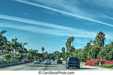 Traffic on 101 freeway northbound in Los Angeles