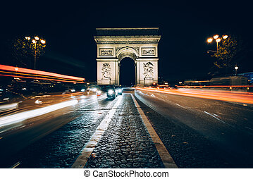 Traffic on Avenue des Champs-E?lyse?es and the Arc de Triomphe at night in Paris, France