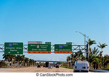 Traffic on Interstate 75 northbound