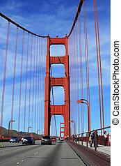 Traffic on the Golden Gate bridge, San Francisco, California, USA.