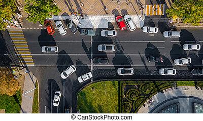 trafic, trafic, highway., confiture, jonc, view:, aérien, ville, sommet, drone's, occupé, oeil, bas, vue, autoroute, heure