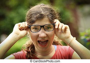 tragen, korrektur, kurzsichtigkeit, teenager, sichten, neu , m�dchen, kurzsichtig, brille