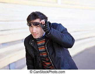 tragen, porträt, mann, junger, brille