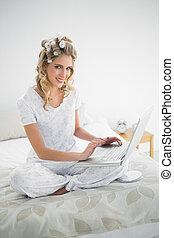 tragen, reizend, heiter, laptop, haarlockenwickler, ...