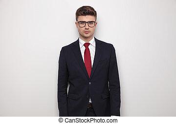 tragen, stehende , attraktive, geschäftsmann, porträt, brille